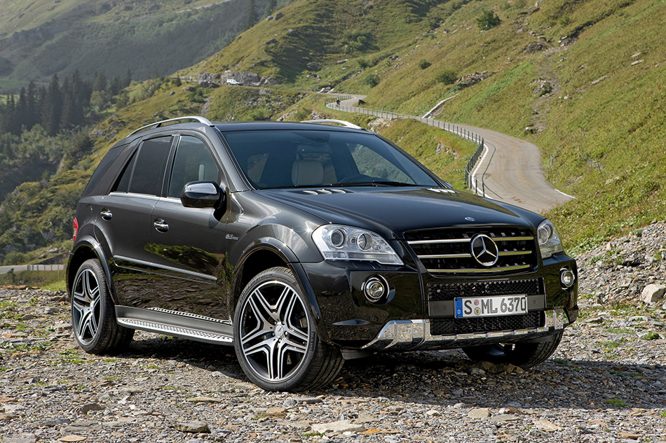 2009 Mercedes-Benz ML63 AMG Performance Studio Front Angle
