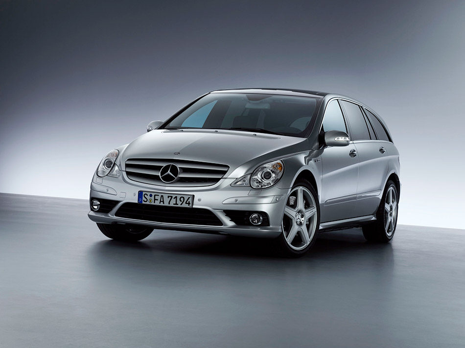 2007 Mercedes-Benz R 63 AMG Front Angle