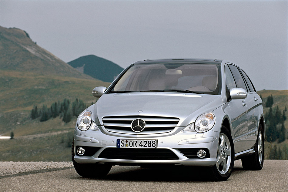 2008 Mercedes-Benz R-Class Front Angle