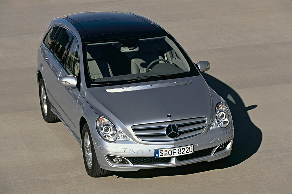 2006 Mercedes-Benz R500 Front Angle