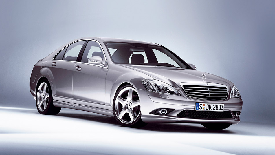 2006 Mercedes-Benz S-Class Front Angle