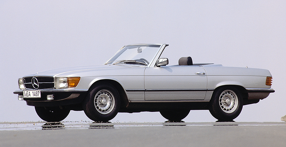 1971 Mercedes-Benz SL-Class Front Angle