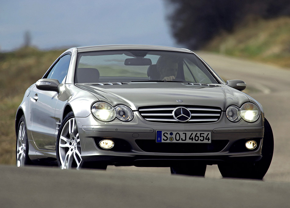 2006 Mercedes-Benz SL500 Front Angle
