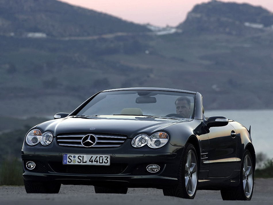2006 Mercedes-Benz SL600 Front Angle
