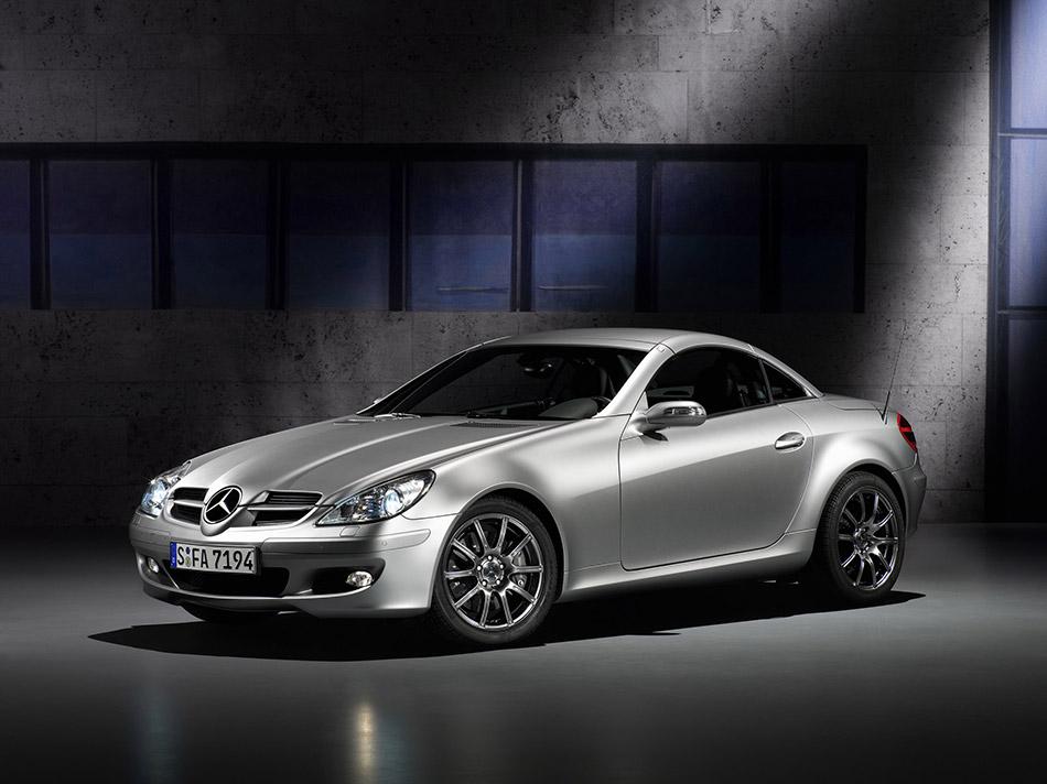 2007 Mercedes-Benz SLK Edition 10 Front Angle