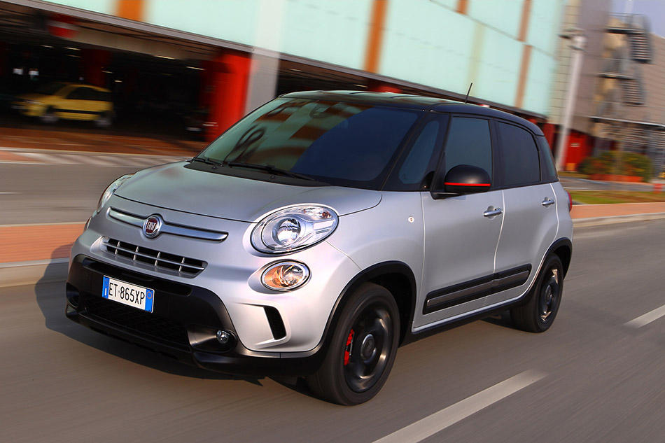 2014 Fiat 500L Beats Edition Front Angle