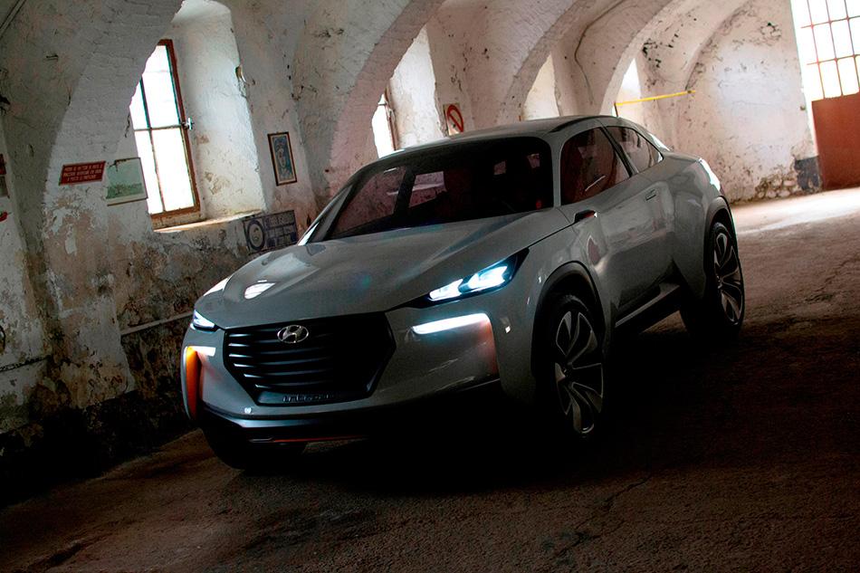 2014 Hyundai Intrado Concept Front Angle
