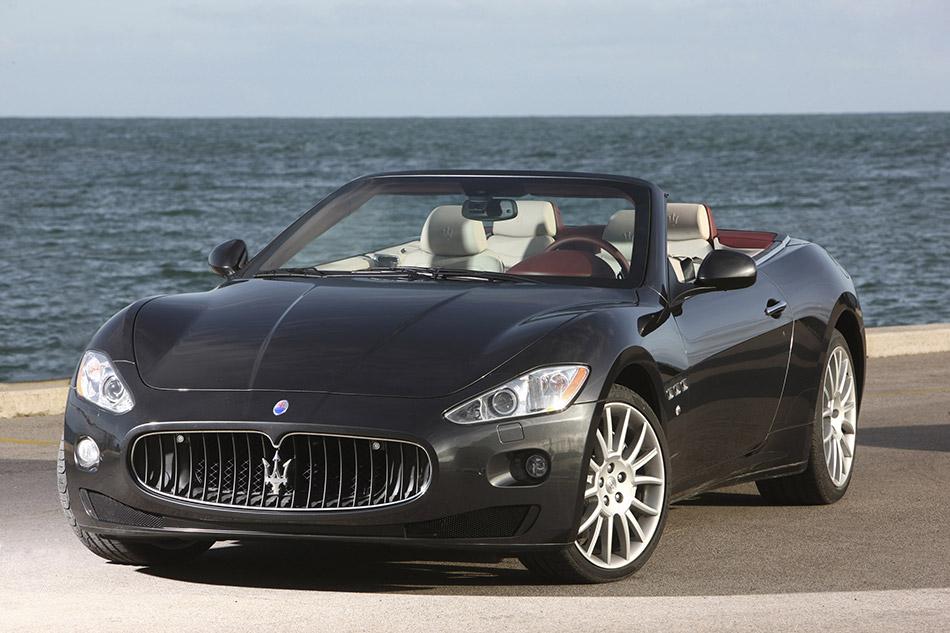 2011 Maserati GranCabrio Front Angle