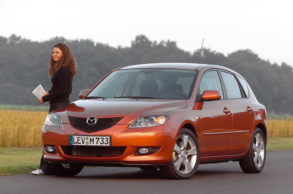 2004 Mazda 3 Hatchback Front Angle