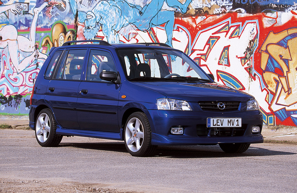 2000 Mazda Demio Front Angle
