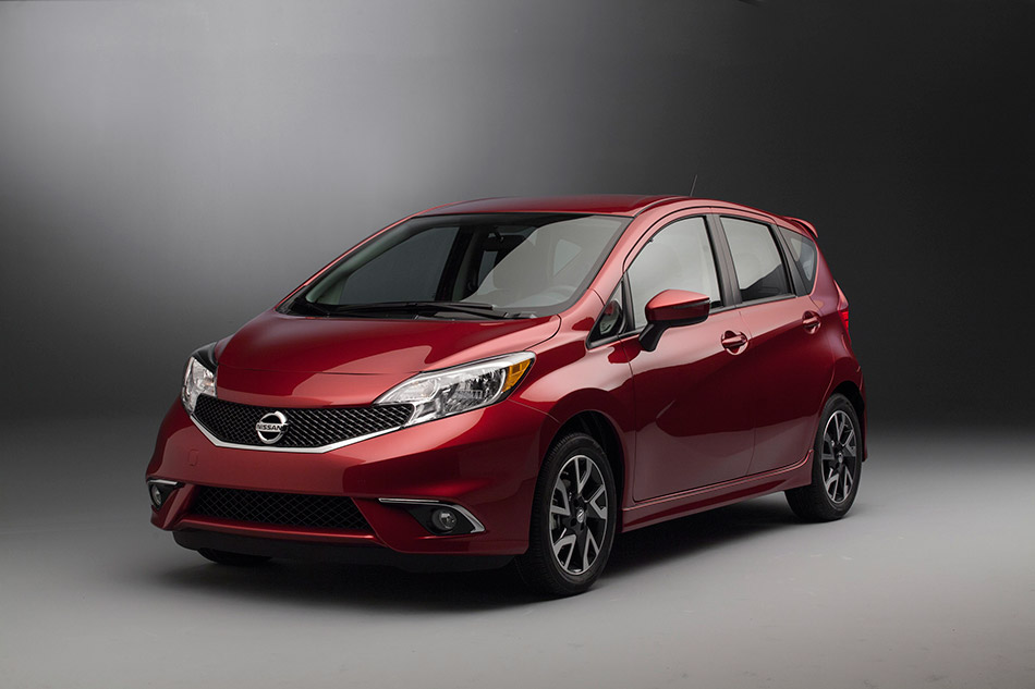 2015 Nissan Versa Note SR Front Angle