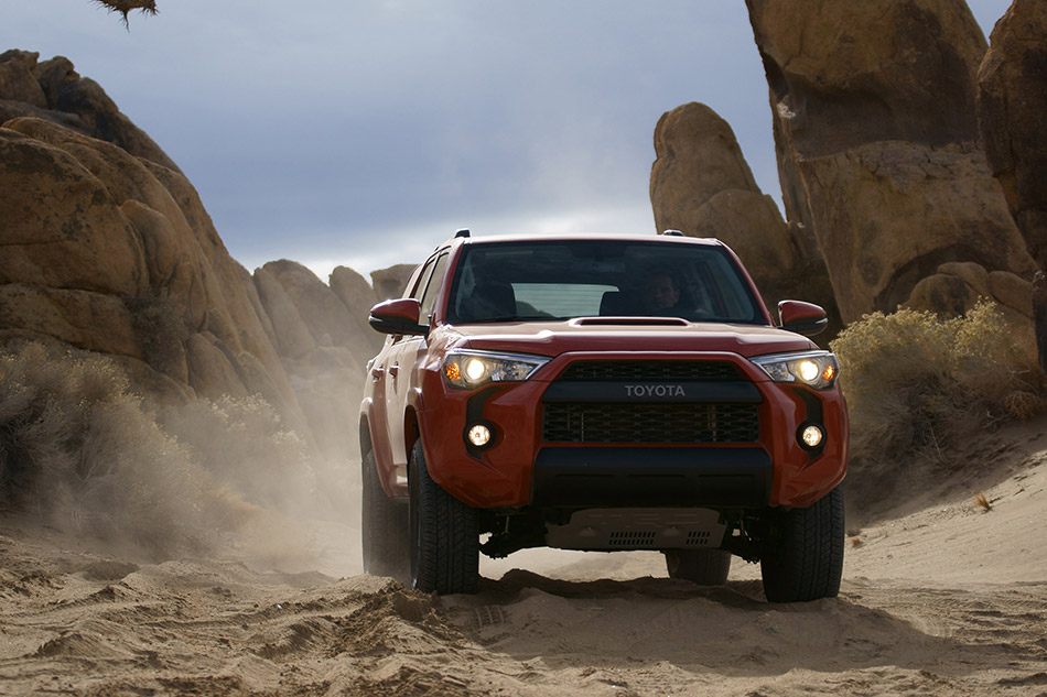 2015 Toyota 4Runner TRD Pro Series Front Angle