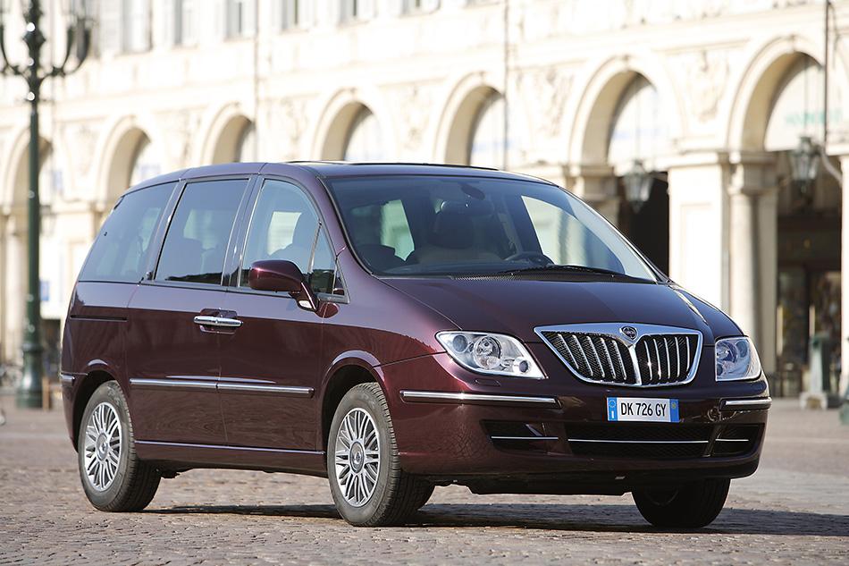 2008 Lancia Phedra Front Angle
