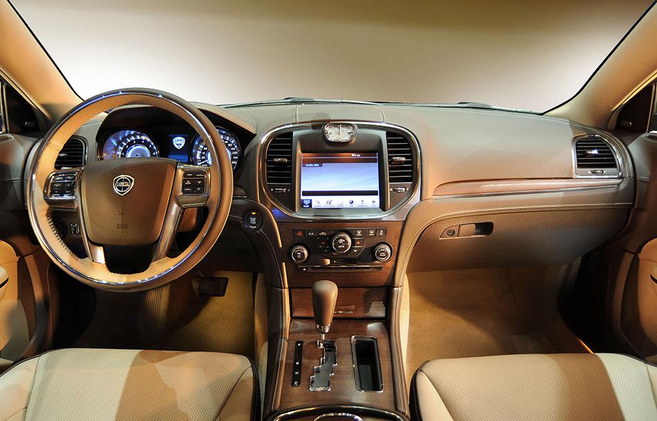 2012 Lancia Thema Interior