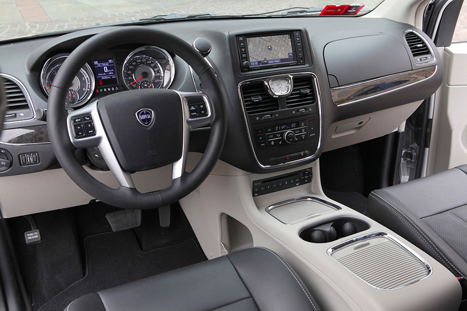 2012 Lancia Voyager Interior