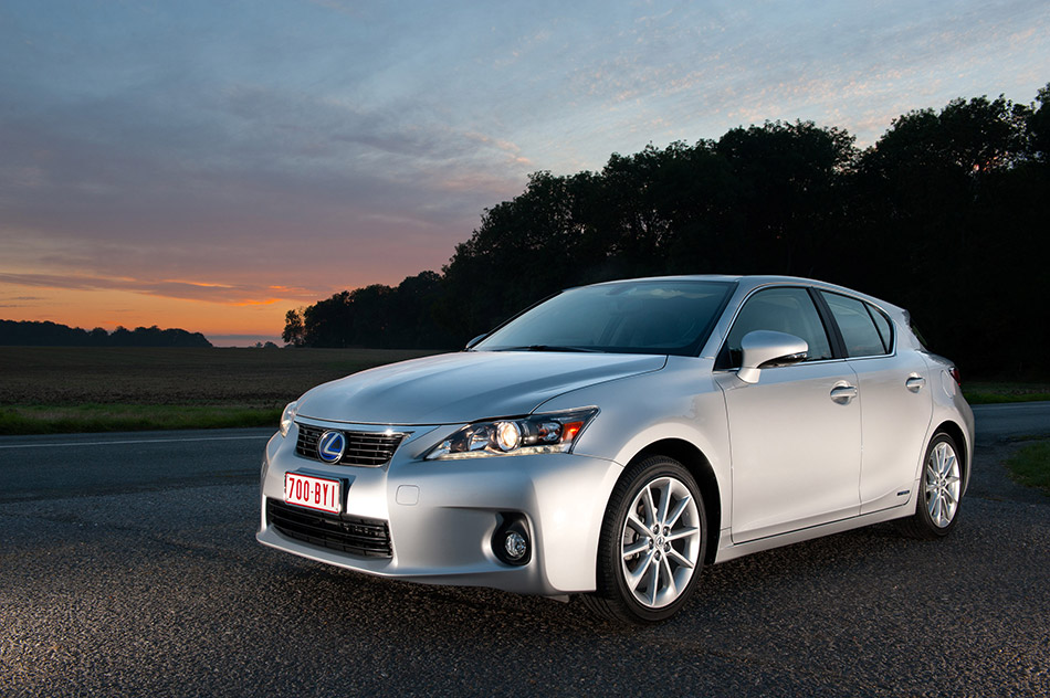 2011 Lexus CT 200h Front Angle