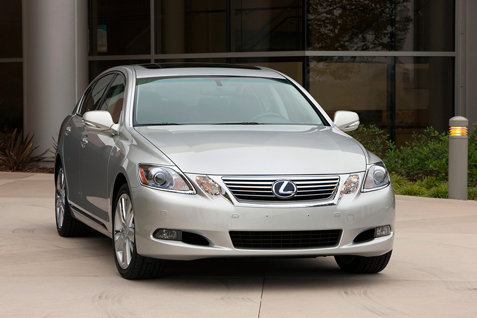 2010 Lexus GS 450h Front Angle
