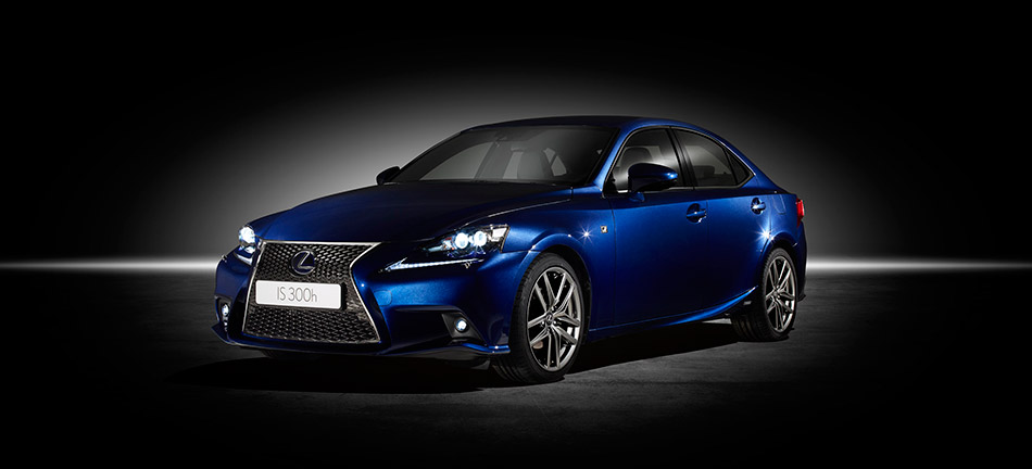 2014 Lexus IS 300h Front Angle