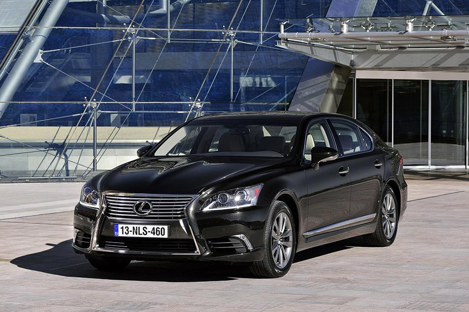 2013 Lexus LS EU-Version Front Angle