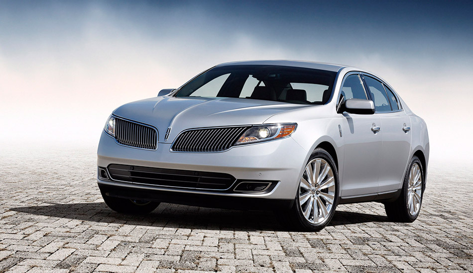 2013 Lincoln MKS Front Angle