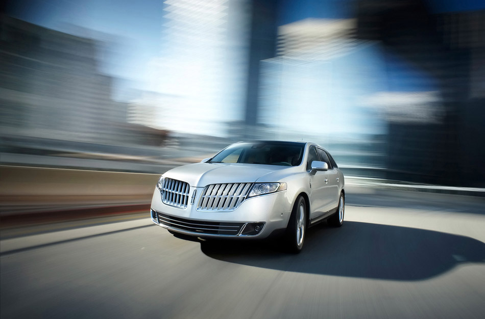 2010 Lincoln MKT Front Angle