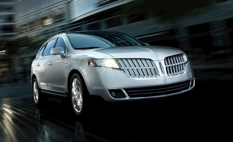 2011 Lincoln MKT Front Angle