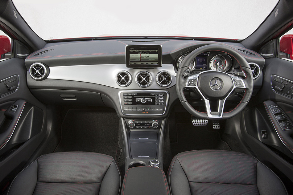 2015 Mercedes-Benz GLA UK-Version Interior