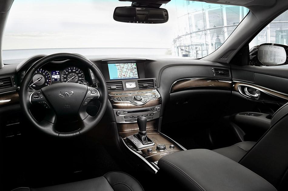 2015 Infiniti Q70L Interior