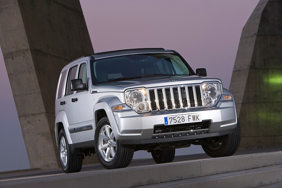 2008 Jeep Cherokee Front Angle