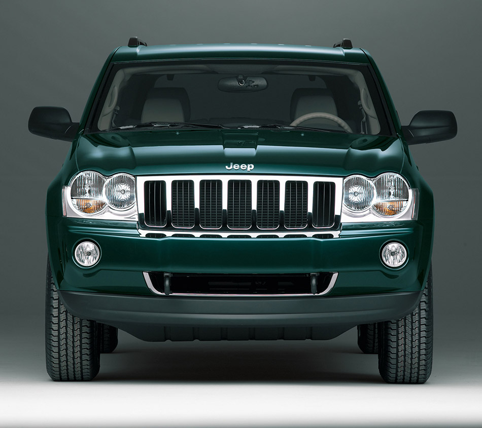 2005 Jeep Grand Cherokee Limited Front Angle