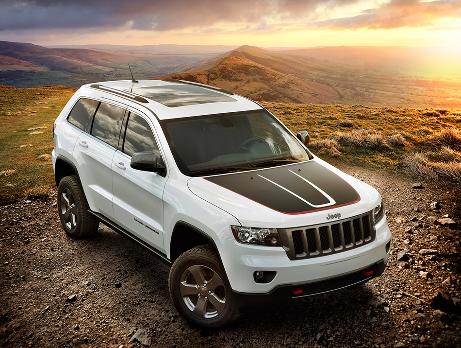 2013 Jeep Grand Cherokee Trailhawk Front Angle