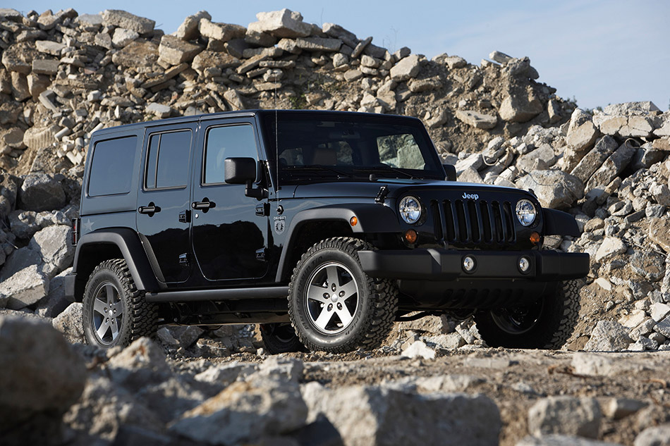 2011 Jeep Wrangler Call of Duty Black Ops Front Angle