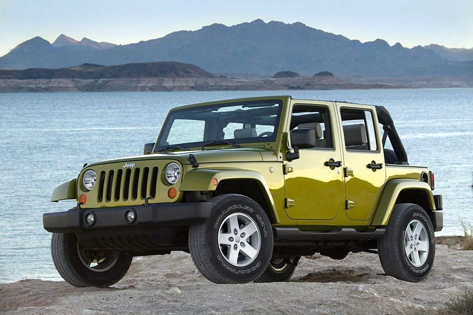 2007 Jeep Wrangler Unlimited Front Angle