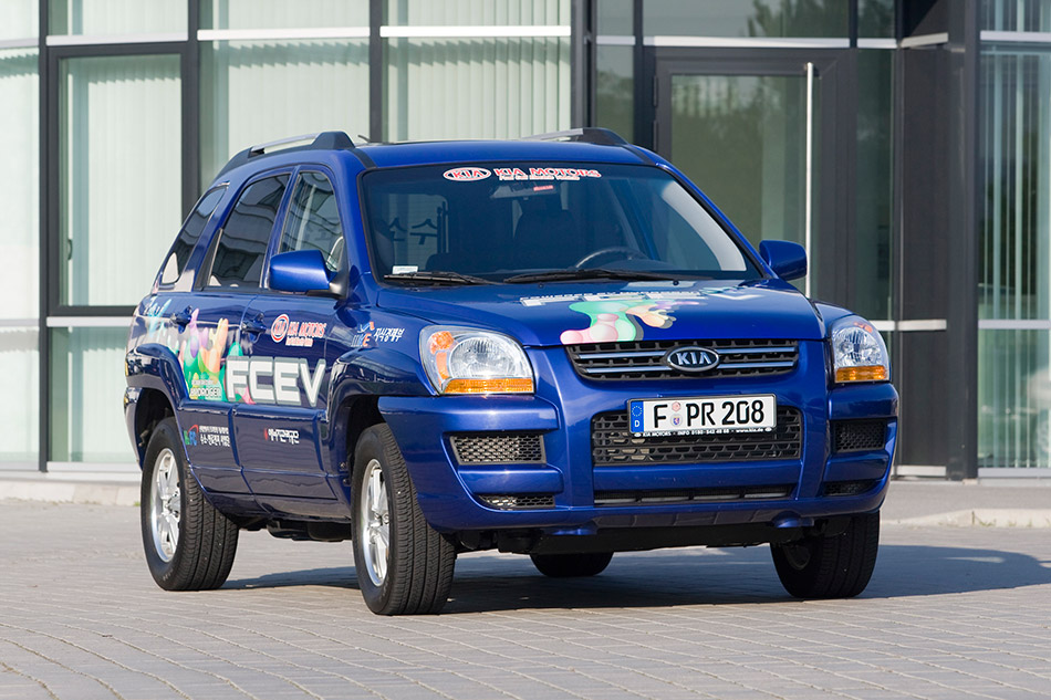 2008 Kia Sportage FCEV Front Angle