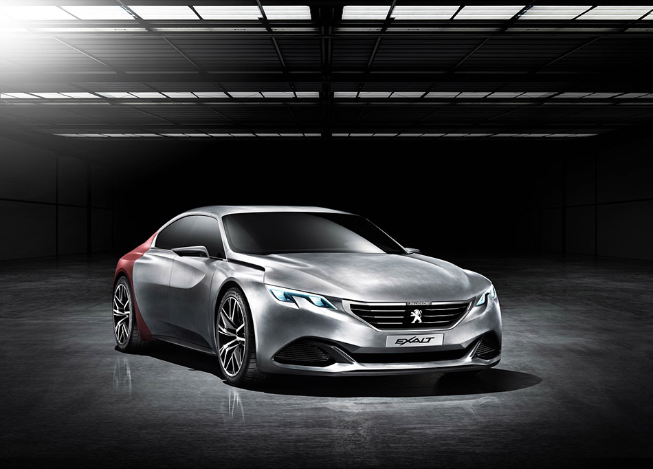 2015 Peugeot EXALT Concept Front Angle