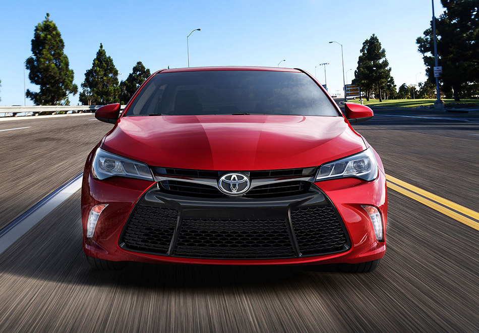 2015 Toyota Camry Front Angle