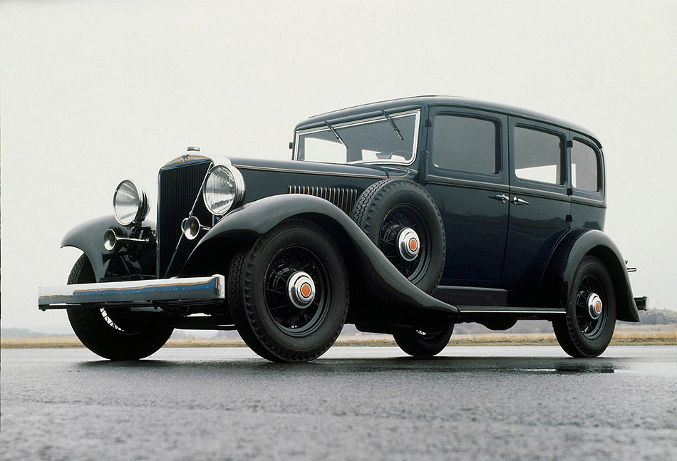 1933 Volvo PV653-9 Front Angle
