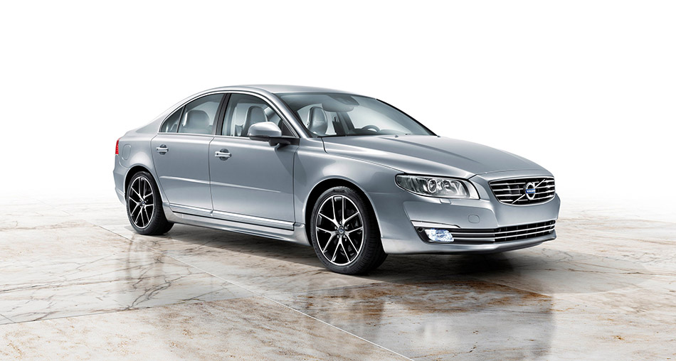 2015 Volvo S80 Front Angle