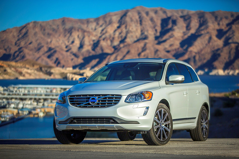 2015 Volvo XC60 Front Angle