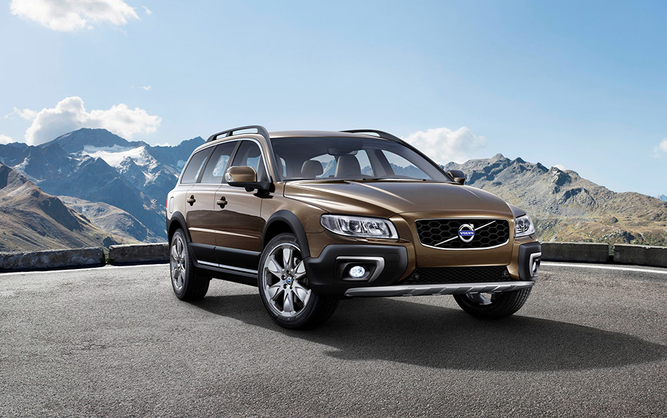 2015 Volvo XC70 Front Angle