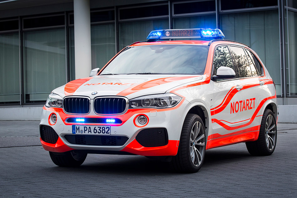 2014 BMW X5 xDrive30d Paramedic Front Angle