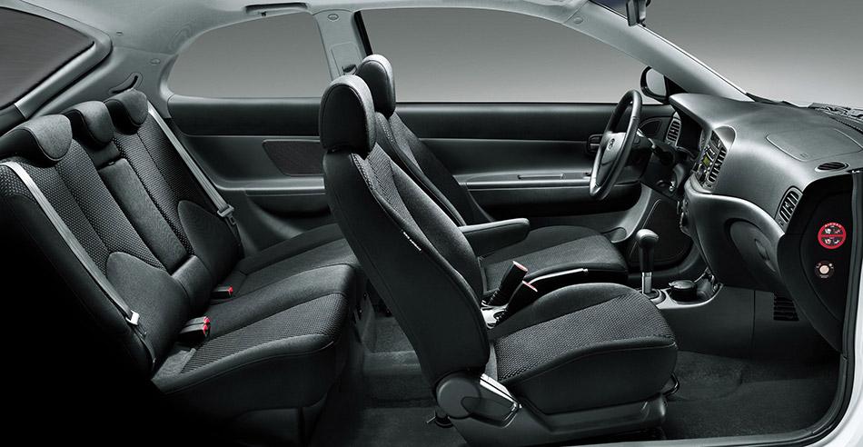 2010 Hyundai Accent Interior