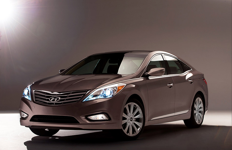2012 Hyundai Azera Front Angle