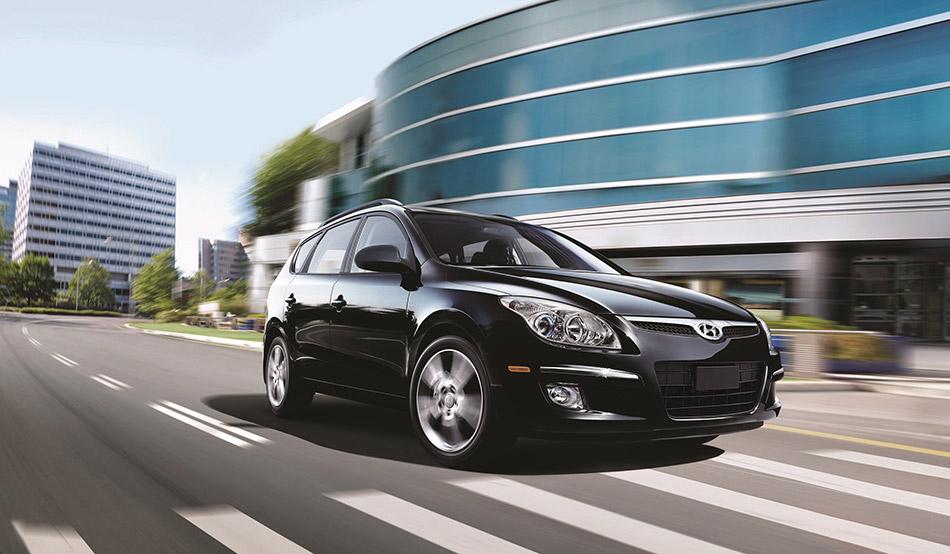 2010 Hyundai Elantra Touring Front Angle