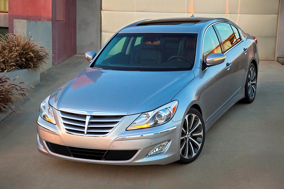 2012 Hyundai Genesis Front Angle