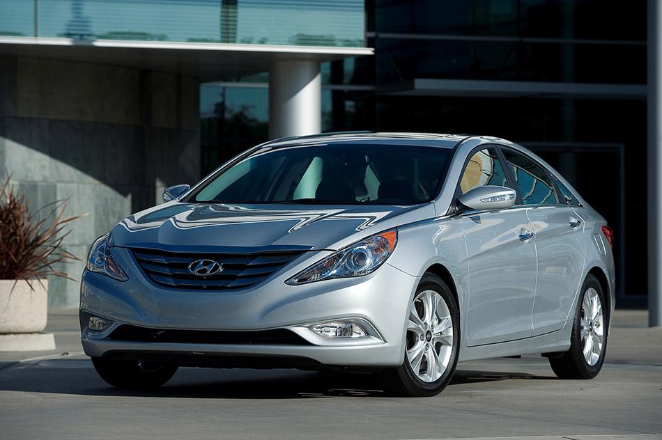 2011 Hyundai Sonata Front Angle
