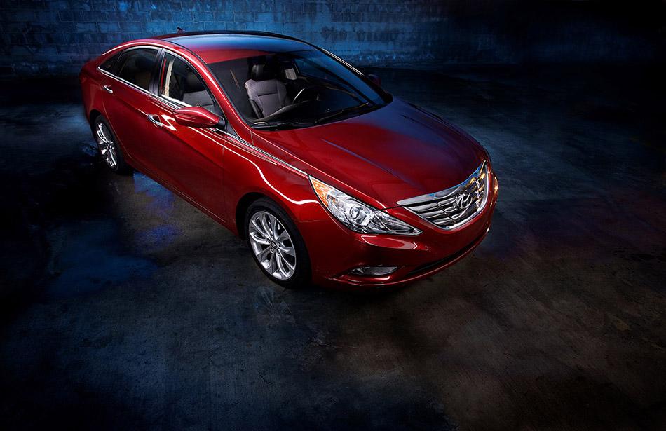 2013 Hyundai Sonata Front Angle