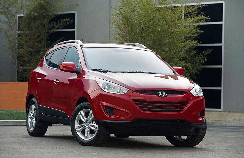 2010 Hyundai Tucson Front Angle