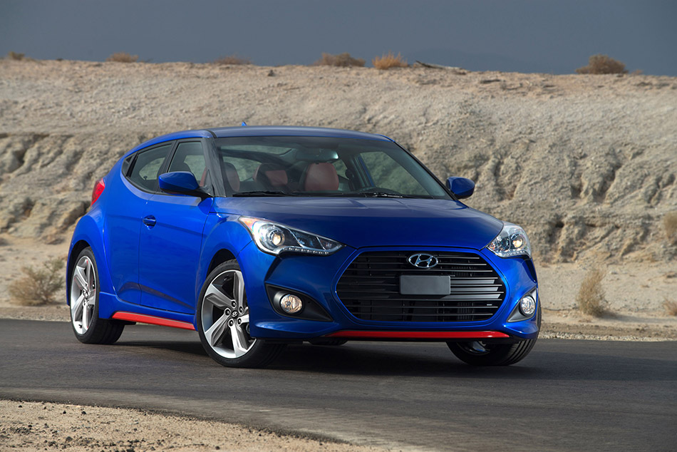 2014 Hyundai Veloster Turbo R-Spec Front Angle