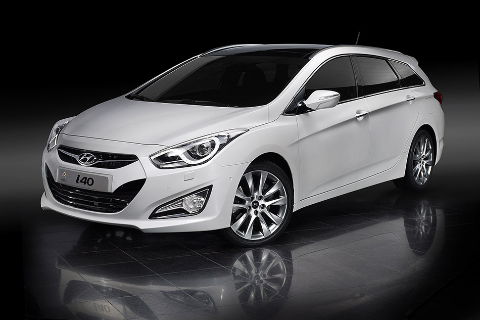 2012 Hyundai i40 Tourer UK Version Front Angle
